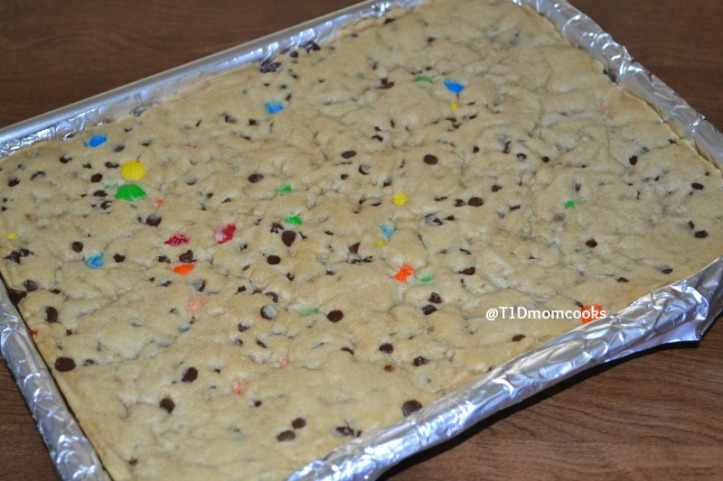giant-cc-and-mandm-cookie-cake-2c